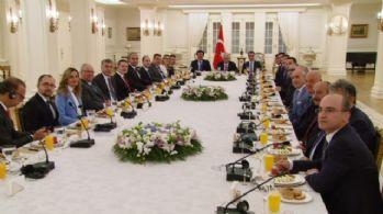 Başbakan Yıldırım, Alman firmalarının yetkilileri ile görüşüyor