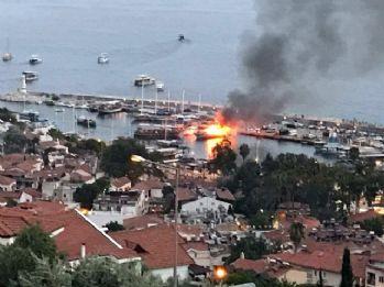 1.5 milyonluk lüks tekne alev alev yandı