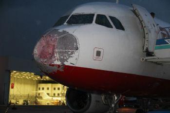 Doludan hasar gören uçak kalktığı alana geri döndü