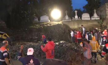 Ermeni Mezarlığı'nın duvarı çöktü: 2 kişi göçük altında kaldı