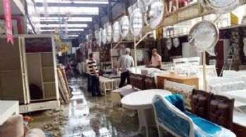 Sağanak yağış Bit pazarını da vurdu