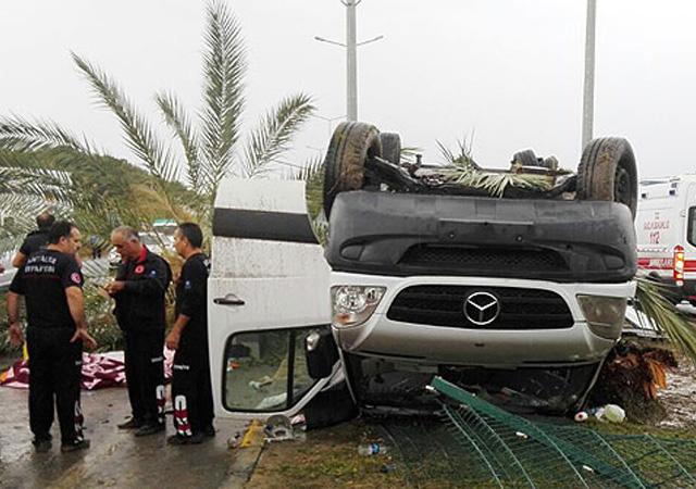Antalya'da tur minibüsü devrildi: 3 ölü