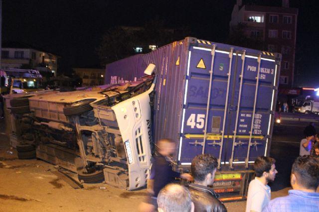 İşçi minibüsüyle tır çarpıştı: 29 yaralı