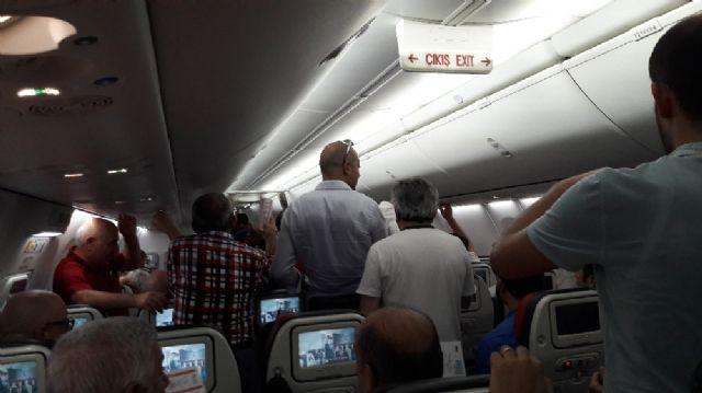 Trabzonspor kafilesini taşıyan uçakta kriz