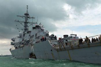 ABD savaş gemisi ile petrol tankeri çarpıştı: 5 yaralı
