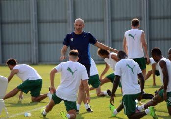 Le Guen futbolcuları uyardı: Başımız belaya girer