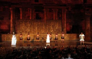 Uluslararası festival 2000 yıllık antik tiyatroda başladı