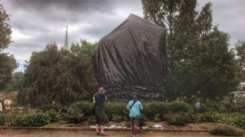 Konfederasyon generallerinin heykelleri siyah örtüyle kapatıldı