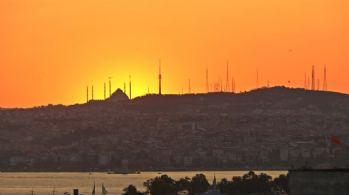 İstanbul'da kartpostallık gün doğumu manzarası