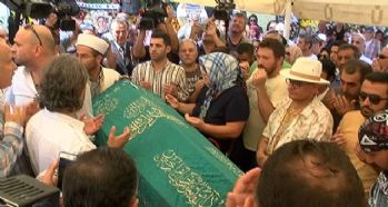 Vatan Şaşmaz'ın cenazesi gözyaşları içerisinde camiye getirildi