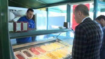 Cumhurbaşkanı Erdoğan torununa dondurma aldı