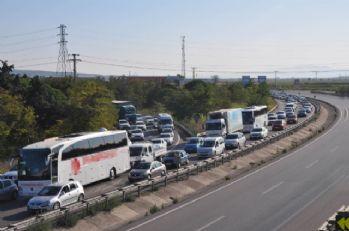 Bursa-İzmir yolunda kilometrelerce araç kuyruğu oluştu