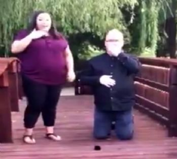 Sakar aşık yüzüğü nehre düşürdü