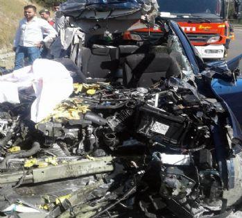 Ankara'da otomobil tıra çarptı: 5 ölü