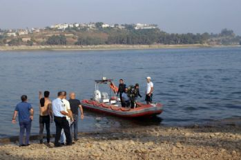 Göle giren 3 arkadaştan biri boğuldu