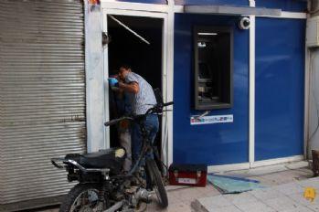 Motosikletle ATM 'ye girdi