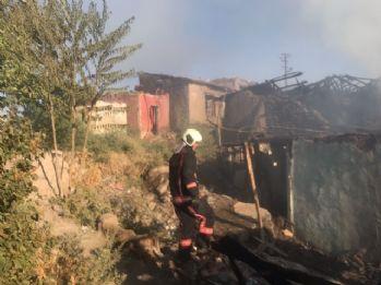 Ankara'da yangın: 5 gecekondu kullanılamaz hale geldi