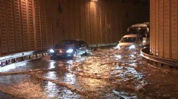 Meteoroloji ve AKOM uyarmıştı! İstanbul'da bugün yağmur etkili olacak