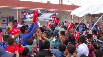 Suriye'de bayrak izdihamı