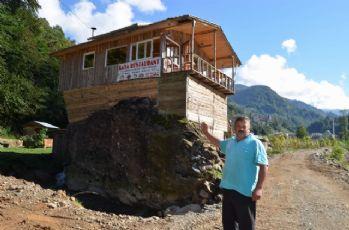 Hayalindeki restoranı kaya üzerine inşa etti