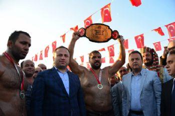 Tokat'ta Recep Kara altın kemerin sahibi oldu