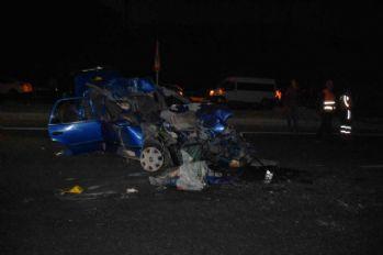 Otomobil kamyonun altına girdi: 2 ölü, 2 yaralı