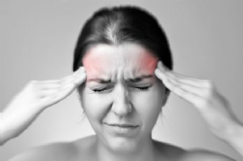Göz kapağı düşüklüğü baş ağrısına yol açabilir
