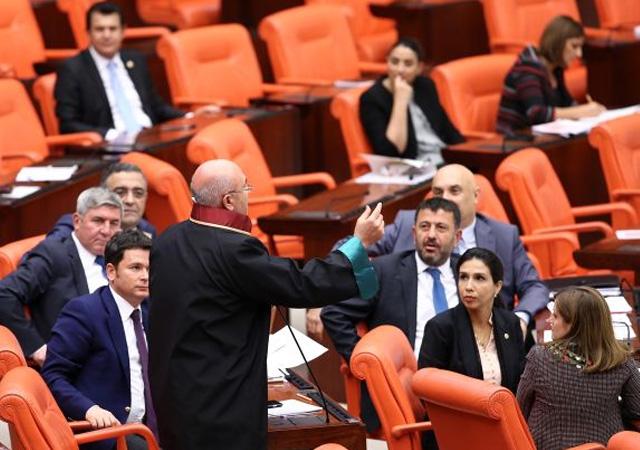 Mahmut Tanal kırmızı, sarı, yeşil renklerini savundu