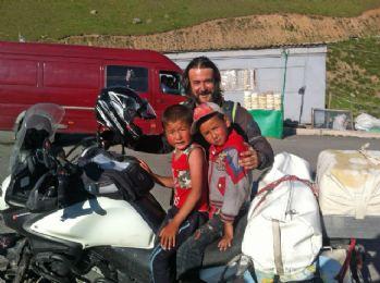 İzmirli akademisyen 4 kıta ve 43 ülkeyi motorla gezdi
