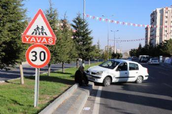 Ehliyetsiz sürücü kaldırımdaki çocukları böyle ezdi