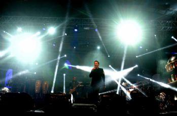 Şarkıcı Edis, Cumhuriyet Şöleni'nde BUrsalıları coşturdu
