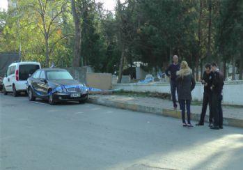 Kadıköy'de lüks otomobilde erkek cesedi bulundu
