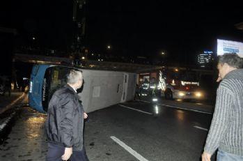 İstanbul'da halk otobüsü devrildi: 6 yaralı
