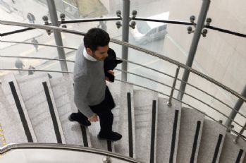Rüzgar Çetin adliyeden koşar adımlarla ayrıldı