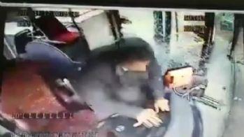 Freni boşalan özel halk otobüsünün kaza anı kamerada