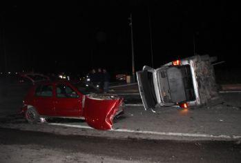 AK Partilileri taşıyan minibüsle otomobil çarpıştı: 7 yaralı