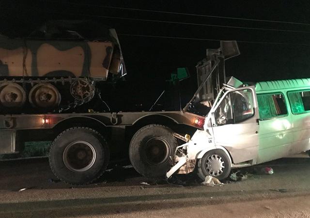 Hatay'da askeri araçla minibüs çarpıştı: 3 ölü, 10 yaralı