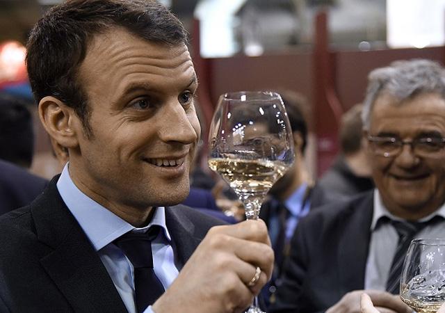 Macron: Şaraba laf söyletmem, günde iki kez içiyorum