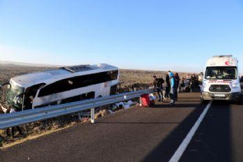 Yolcu otobüsü şarampole uçtu: 15 yaralı