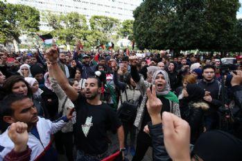 Tunus'ta binlerce kişi Kudüs için ayakta