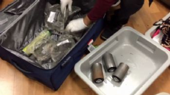 Valizin silindirinden kokain çıktı
