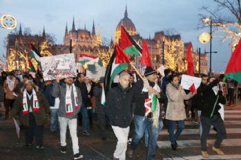Macaristan'da Trump ve İsrail protestosu