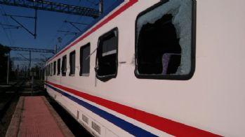 Tren hemzemin geçitte tıra çarptı: 13 yaralı