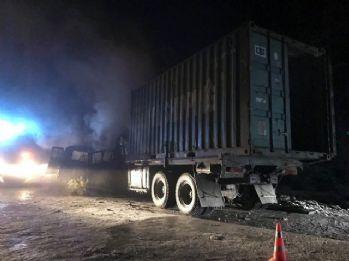 Minibüs ve kamyon çarpıştı: 5 ölü, 3 yaralı