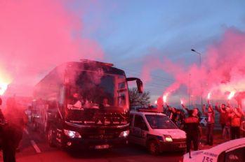 Beşiktaş kafilesine coşkulu karşılama