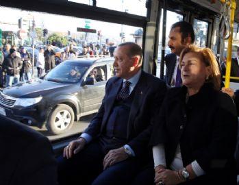 Cumhurbaşkanı Erdoğan elektrikli otobüse bindi