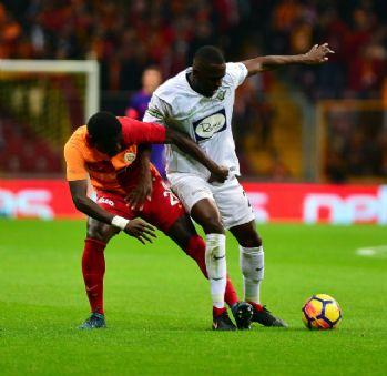 İlk 25 dakika Akhisarspor'un üstünlüğüyle geçildi