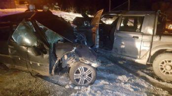 Kamyonet ile otomobil çarpıştı: Ölü ve yaralılar var