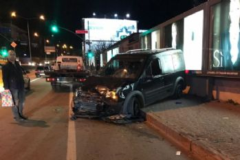 Araç yayaların arasına daldı: 2 yaralı