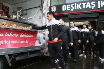 Beşiktaş Kulübü şehitler için lokma dağıttı